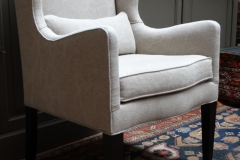 "chair ""a oreille"" linen brut."